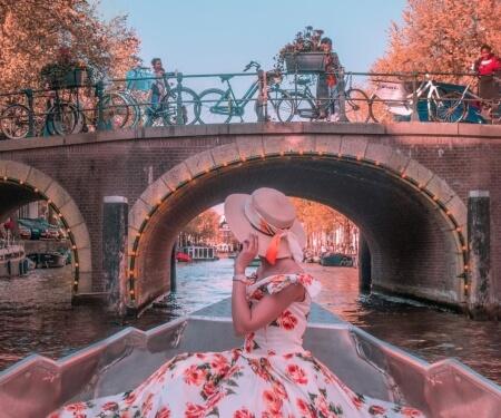 Amsterdam Grachtenfahrt kleines Boot gewinnen