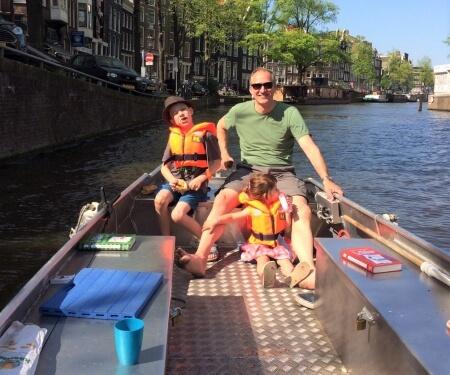 Amsterdam Grachtenfahrt kleines Boot selber fahren
